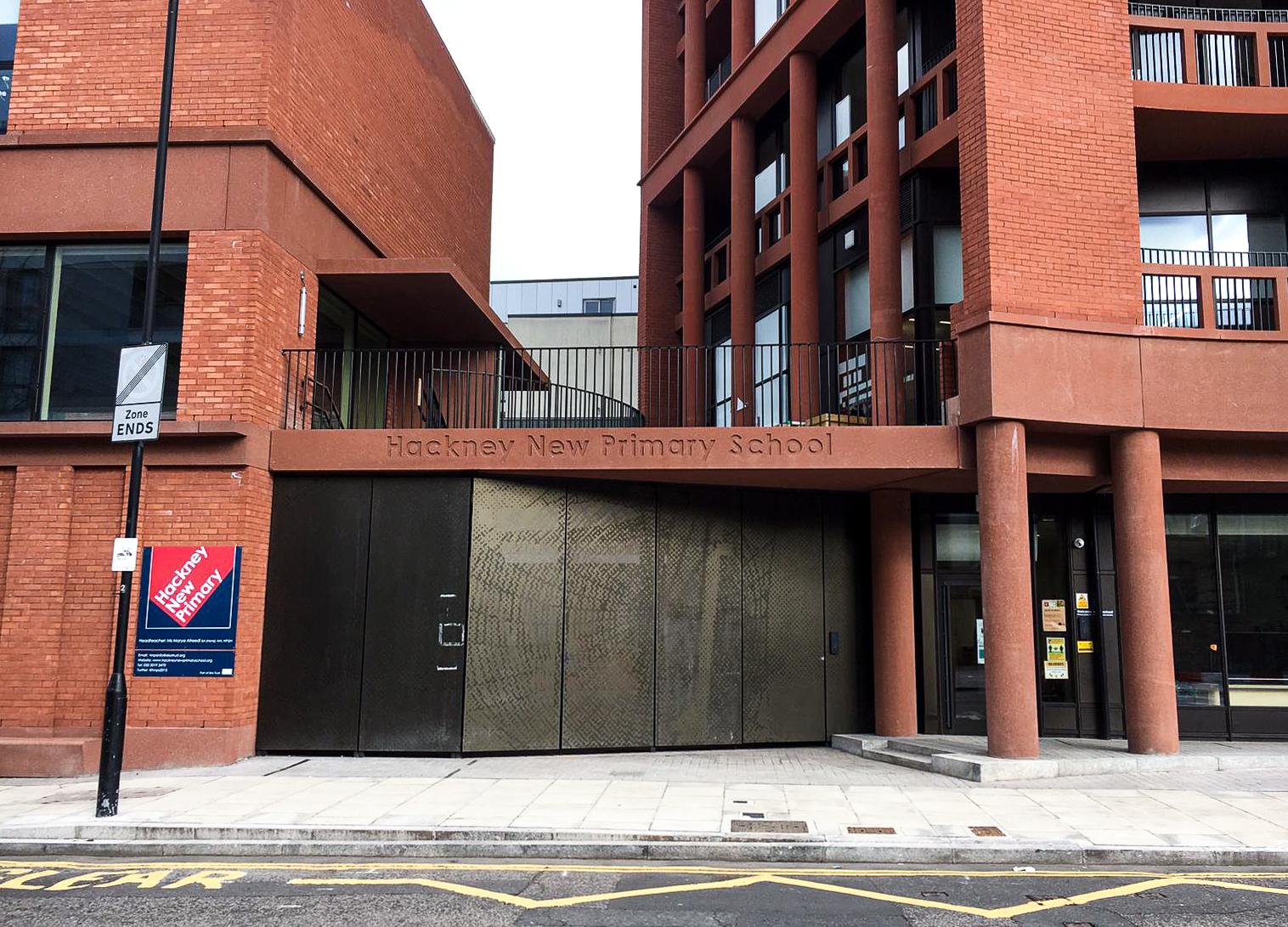 TheBuiltEnvironmentReview-HackneyNewPrimarySchool-Entrance